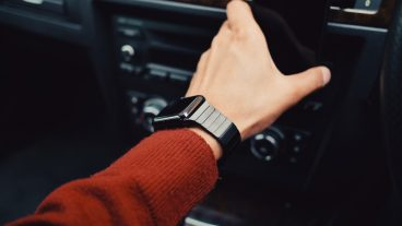 iPhone X এর কথা ভুলে যান, ভবিষ্যত পৃথিবী মাতাবে Apple Watch Series 3